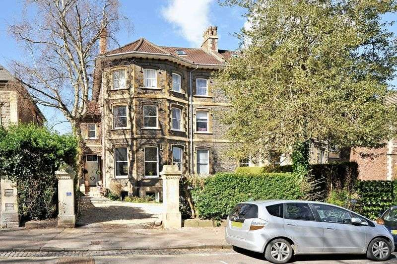 2 Bedrooms Flat for sale in Elmdale Road, Bristol