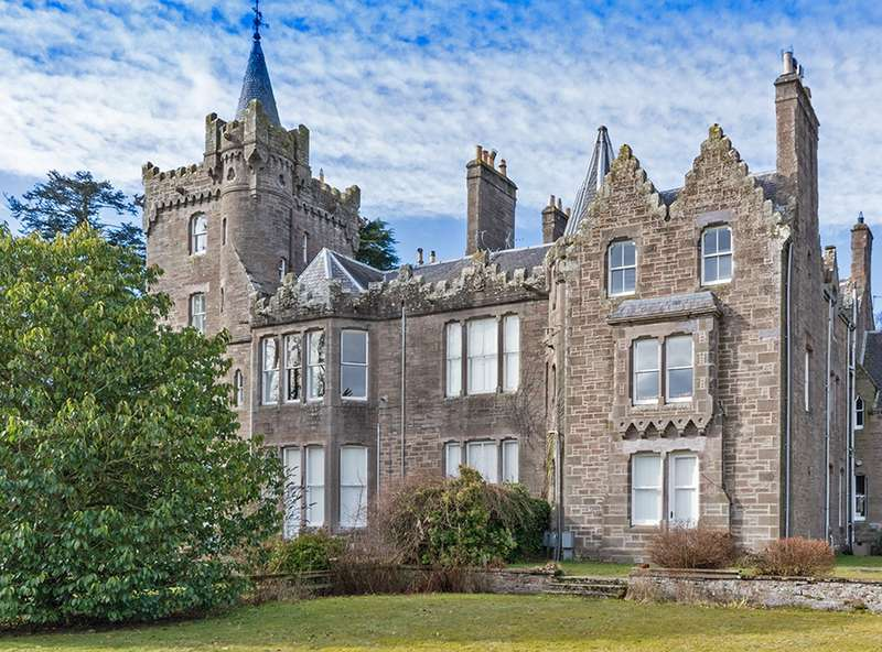 3 Bedrooms Flat for sale in Finavon Castle, Forfar, Angus, DD8