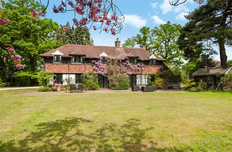 5 Bedrooms Detached House for sale in Old Hollow, Worth, RH10