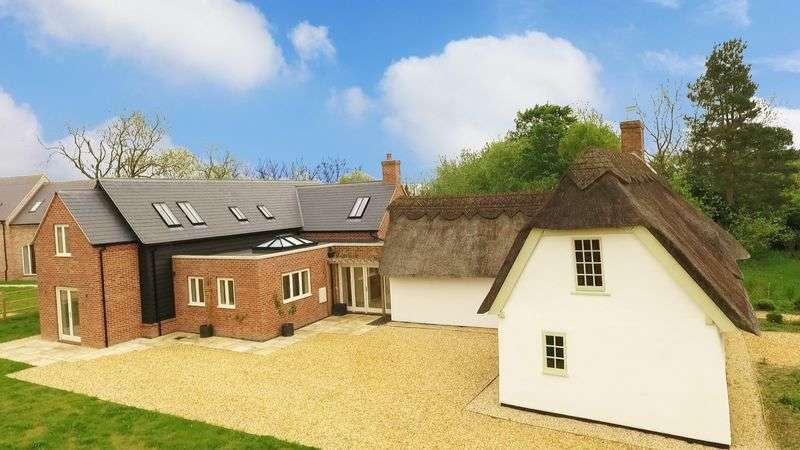 5 Bedrooms Property for sale in Queens Road, Colmworth, Bedford
