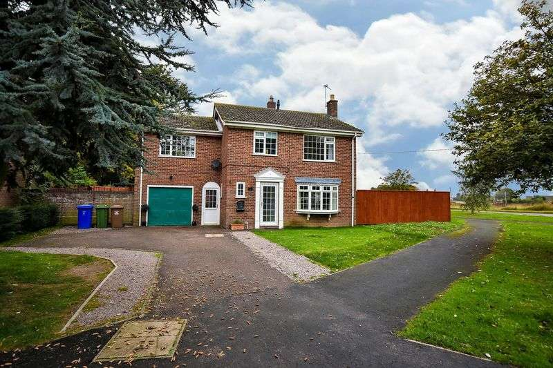 4 Bedrooms Detached House for sale in St Guthlacs Way, Fishtoft