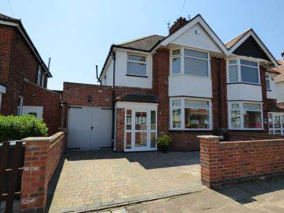 4 Bedrooms Semi Detached House for sale in Sandringham Avenue, Belgrave, Leicester, Leicestershire