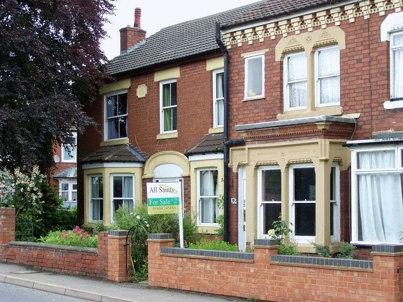 3 Bedrooms Terraced House for sale in Harborough Road, Kettering