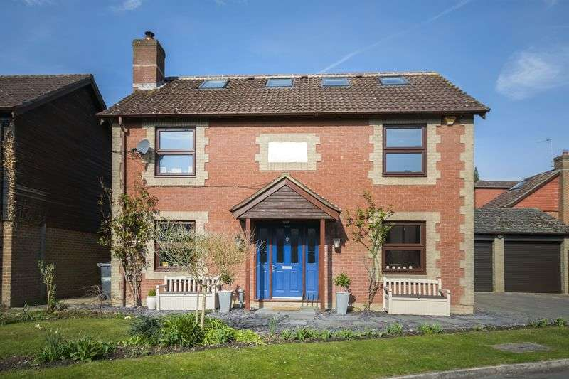 6 Bedrooms Detached House for sale in NO ONWARD CHAIN - PRICED FOR A QUICK SALE!