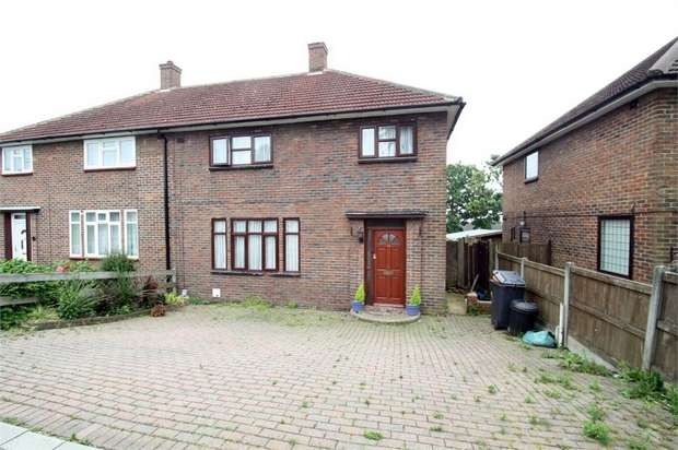 4 Bedrooms Semi Detached House for sale in Whitchurch Road, Harold Hill, Romford