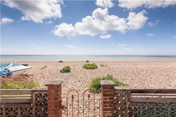 4 Bedrooms Detached House for sale in Coast Road, Pevensey Bay, BN24 6NR
