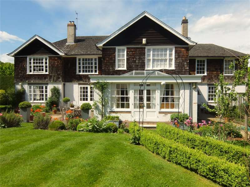 5 Bedrooms Detached House for sale in Long Park Close, Chesham Bois, Amersham, Buckinghamshire, HP6