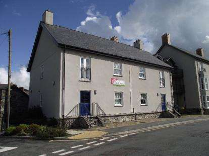 2 Bedrooms Flat for sale in Cwrt Victoria Apartments, Bridge Street, Llanrwst, Conwy, LL26