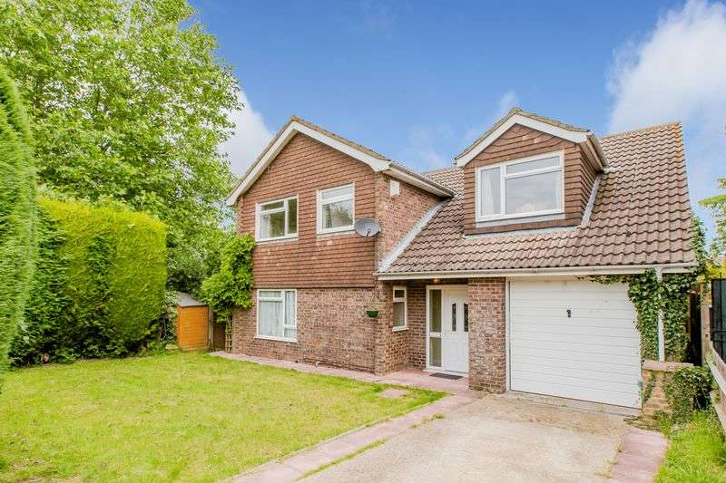 4 Bedrooms Detached House for sale in The Holt, Burgess Hill
