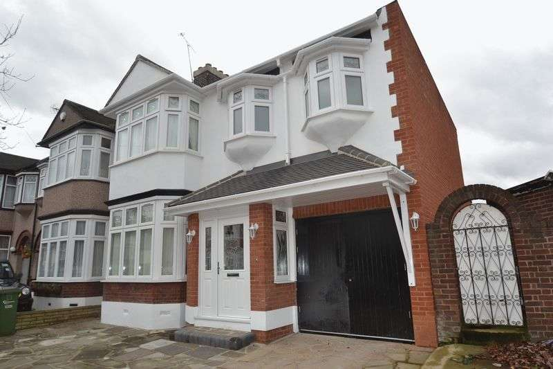 5 Bedrooms House for sale in Clare Gardens, Barking, IG11
