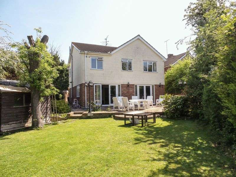5 Bedrooms Detached House for sale in Saxon Close, Rayleigh