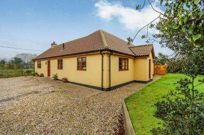 5 Bedrooms Bungalow for sale in Attleborough, Norfolk