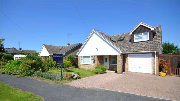4 Bedrooms Detached House for sale in 36 Meadow Way, Blackwater, Camberley, GU17 0PU