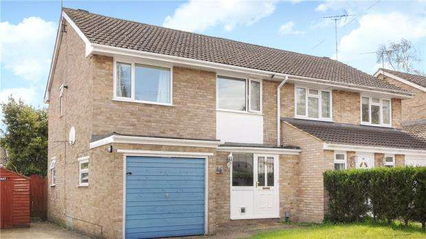 3 Bedrooms Semi Detached House for sale in 46 Whitley Road, Yateley, Hampshire, GU46 6DQ