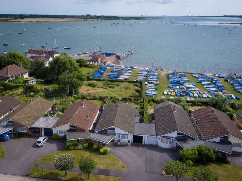 3 Bedrooms Detached Bungalow for sale in Creek End, Emsworth