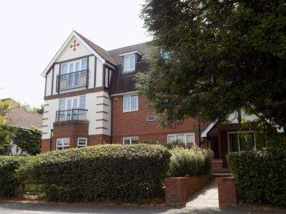 2 Bedrooms Flat for sale in Roman Place, Streetly, Sutton Coldfield