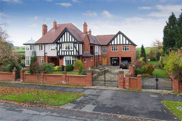 5 Bedrooms Detached House for sale in Tandle Hill Road, Oldham