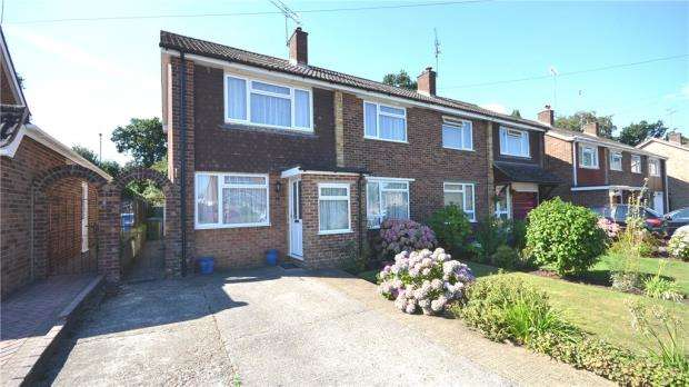 3 Bedrooms Semi Detached House for sale in 7 Lambert Crescent, Blackwater, Camberley, GU17 0PW