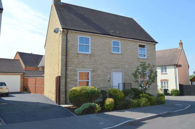 4 Bedrooms Detached House for sale in Bayfields, Gillingham