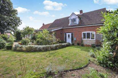 4 Bedrooms Bungalow for sale in Great Ellingham, Attleborough