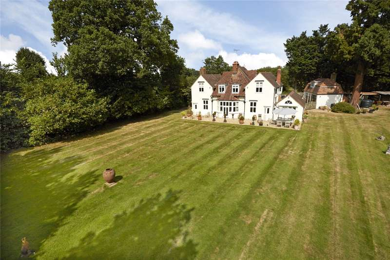 5 Bedrooms Detached House for sale in Station Road, Chobham, Surrey, GU24