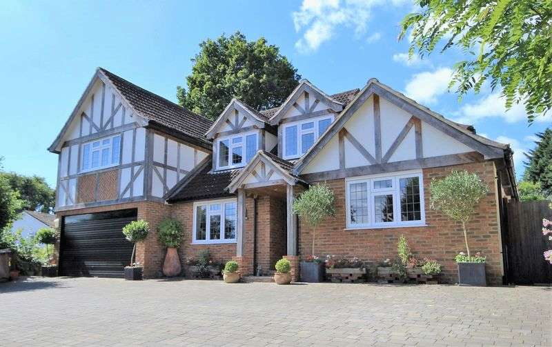 5 Bedrooms Detached House for sale in Cliveden Close, Shenfield