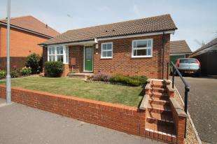 2 Bedrooms Bungalow for sale in Nutley Mill Road, Stone Cross, Pevensey, East Sussex