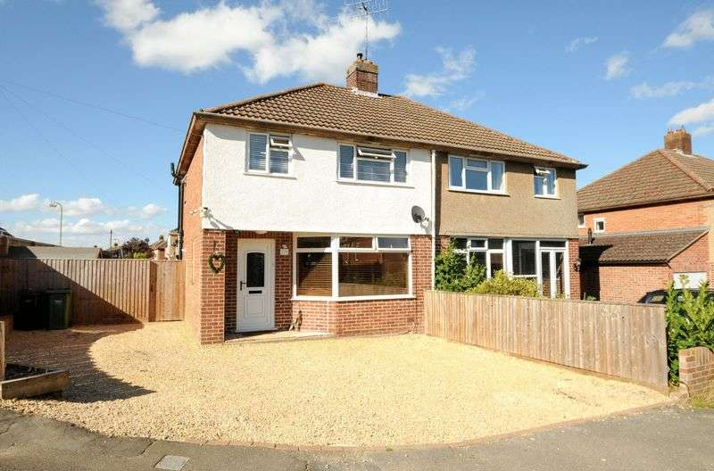 3 Bedrooms Semi Detached House for sale in Bagley Close, Kennington