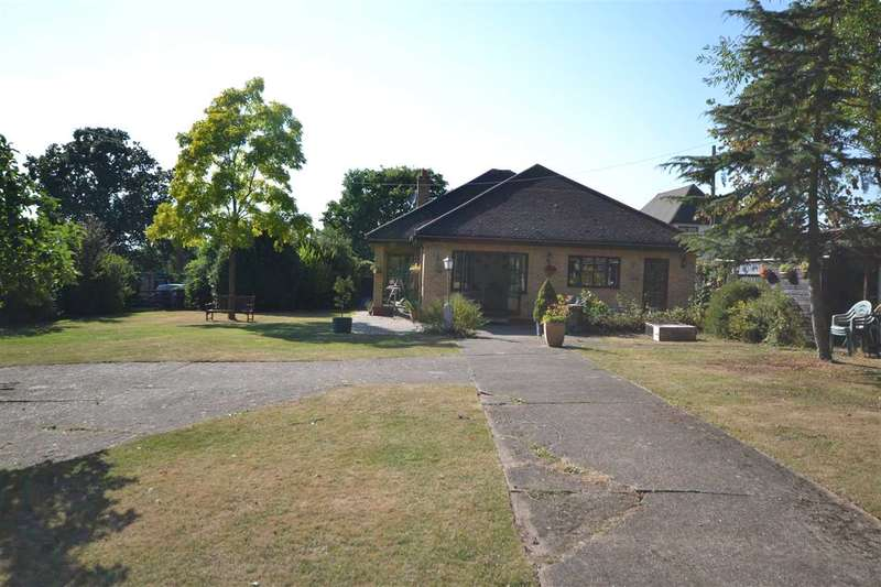 3 Bedrooms Bungalow for sale in Greenfield, Lower Dunton Road, Horndon on the Hill