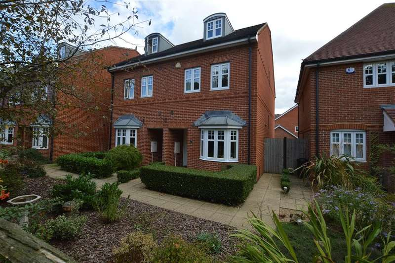 4 Bedrooms Semi Detached House for sale in Skylark Way, Shinfield, Reading, RG2