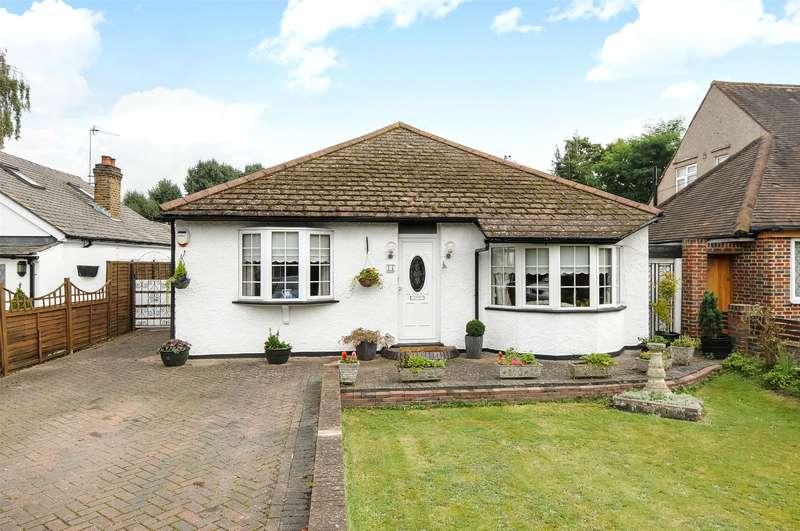 3 Bedrooms Semi Detached Bungalow for sale in Sunray Avenue, West Drayton, Middlesex, UB7
