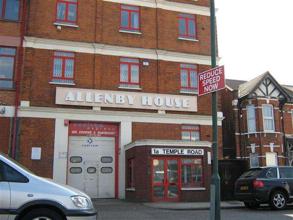 Flat in  Temple Road  Cricklewood  London  NW2  Richmond