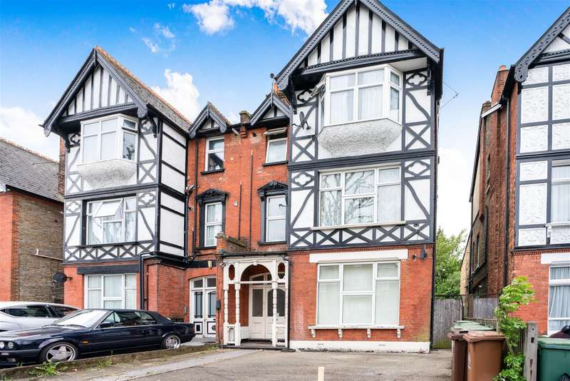 Flat in  St James Road  Sutton  SM1  Richmond