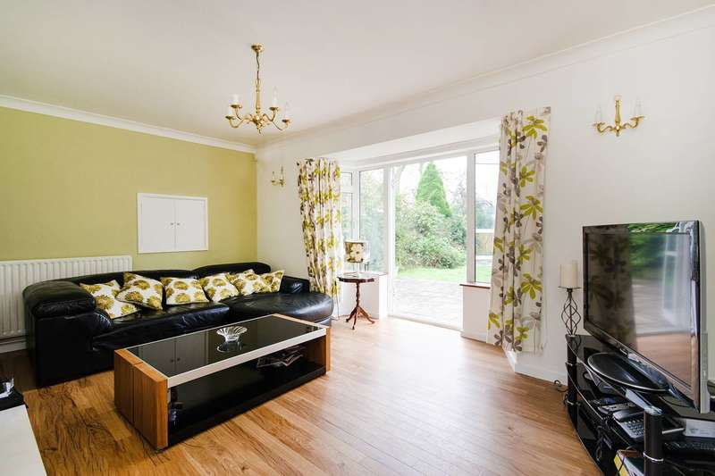 Detached house in  Broadwood Avenue  Ruislip  HA4  Richmond