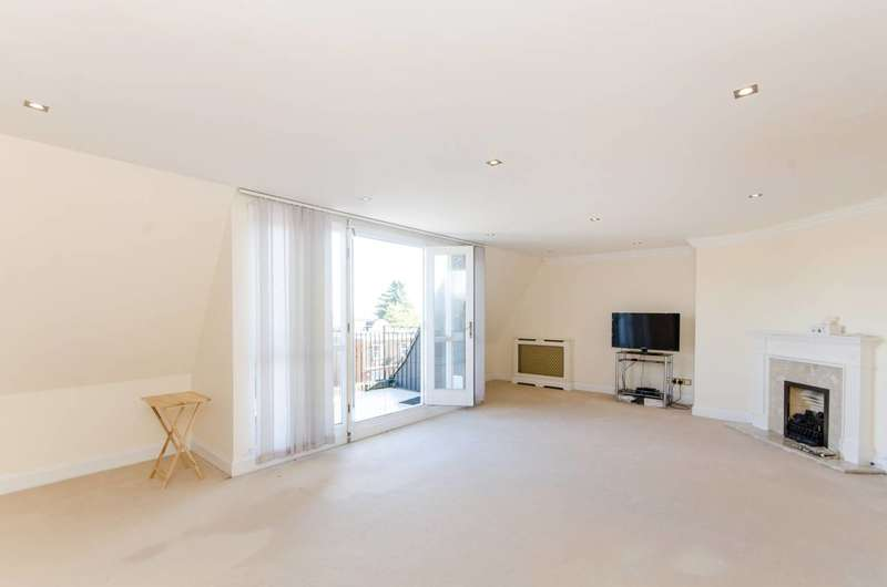Flat in  Lansdowne Road  London  SW20  Richmond