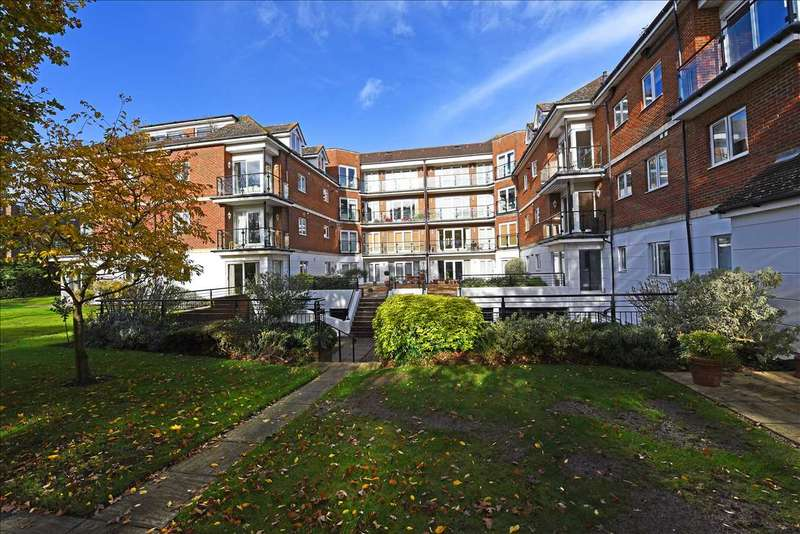 Flat in  The Downs  London  SW20  Richmond