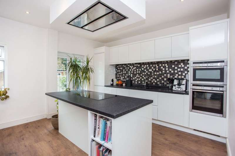 Detached house in  Rugby Avenue  Wembley  Middlesex  HA0  Richmond