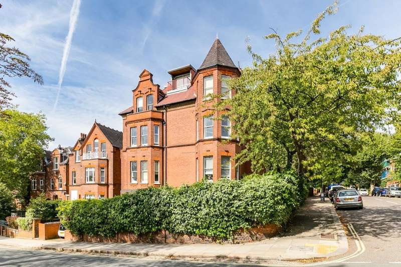 Flat in  Chesterford Gardens  Hampstead  NW3  Richmond
