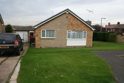 2 Bedrooms Detached Bungalow for sale in Meadow Drive, Swinton, Mexborough