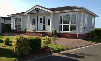 2 Bedrooms Detached Bungalow for sale in Cherry Tree Park, Empire Way, Gretna