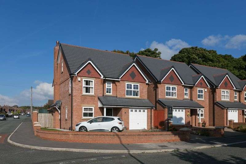 5 Bedrooms Detached House for sale in Holly Road, Aspull, WN2 1RU