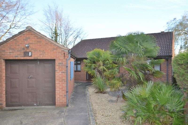 3 Bedrooms Detached Bungalow for sale in Manor Road, Bottesford, Scunthorpe