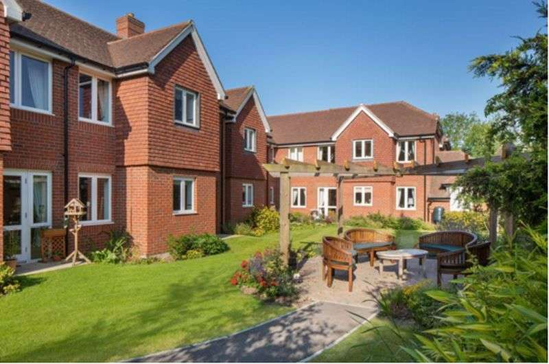 2 Bedrooms Flat for sale in Station Road, West Sussex: NEW HOME two bed ground floor retirement apartment