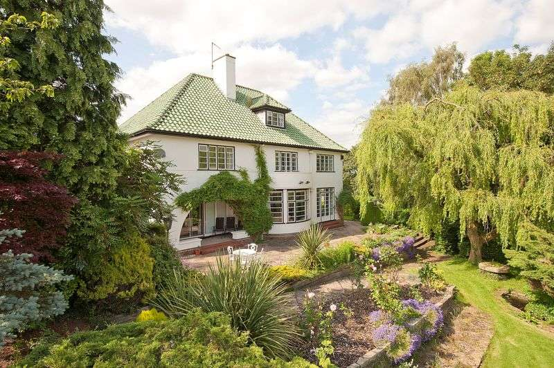 5 Bedrooms Detached House for sale in Chase Lane, Tittensor