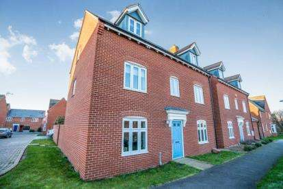 5 Bedrooms Detached House for sale in Wardens Path, Aylesbury, Buckinghamshire