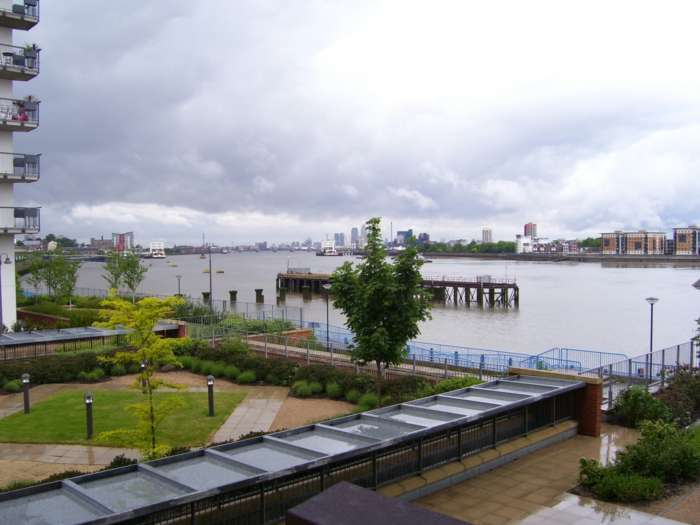 2 Bedrooms Apartment Flat for sale in Sark Tower, Erebus Drive, SE28 0GG