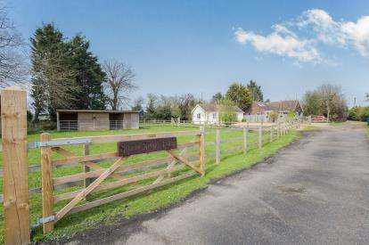 3 Bedrooms Bungalow for sale in South Brink, Wisbech, Cambridgeshire, United Kingdom