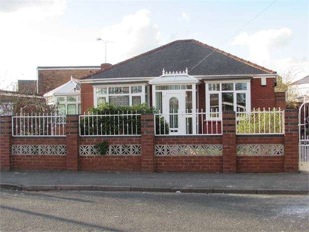 2 Bedrooms Detached Bungalow for sale in Cadeby Avenue, Conisbrough, DN12 3LD