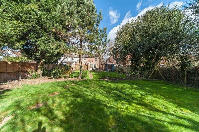 5 Bedrooms Semi Detached House for sale in High Street, Leigh