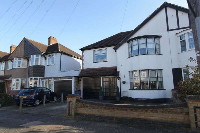 4 Bedrooms Semi Detached House for sale in Clifford Avenue, Clayhall, IG5